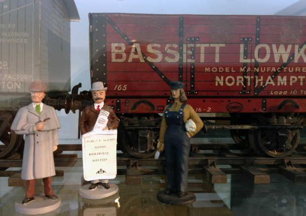 Bassett-Lowke model train and figures.