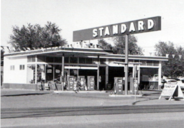 Ed Ruscha Gas Station Photo